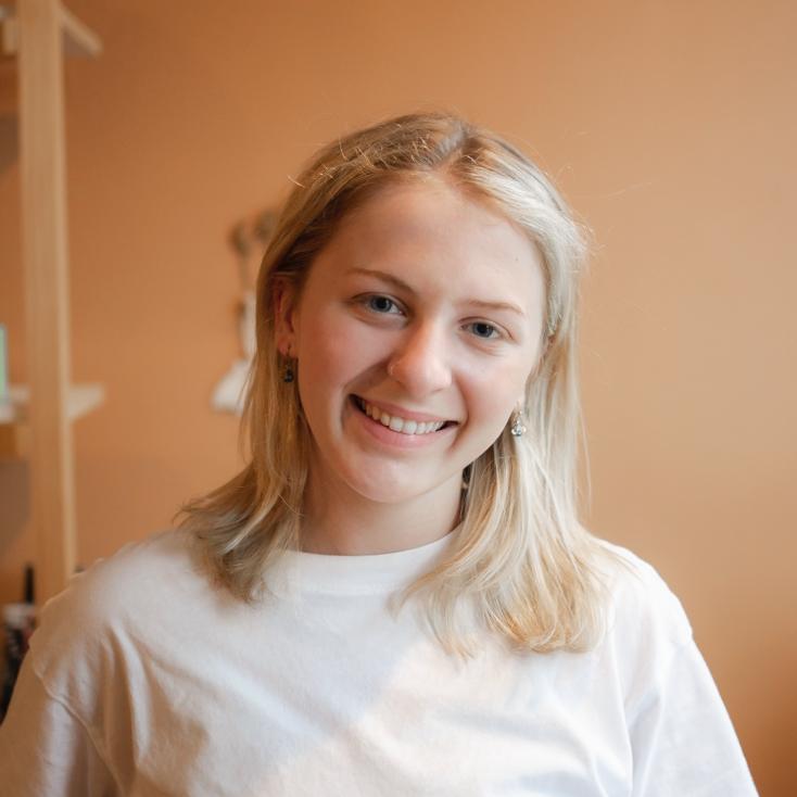 headshot of Madison Brandt yoga teacher at healing elements