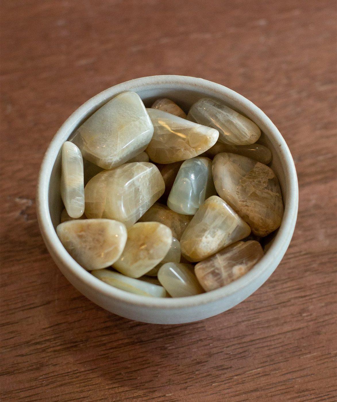 Tumbled moonstone stones